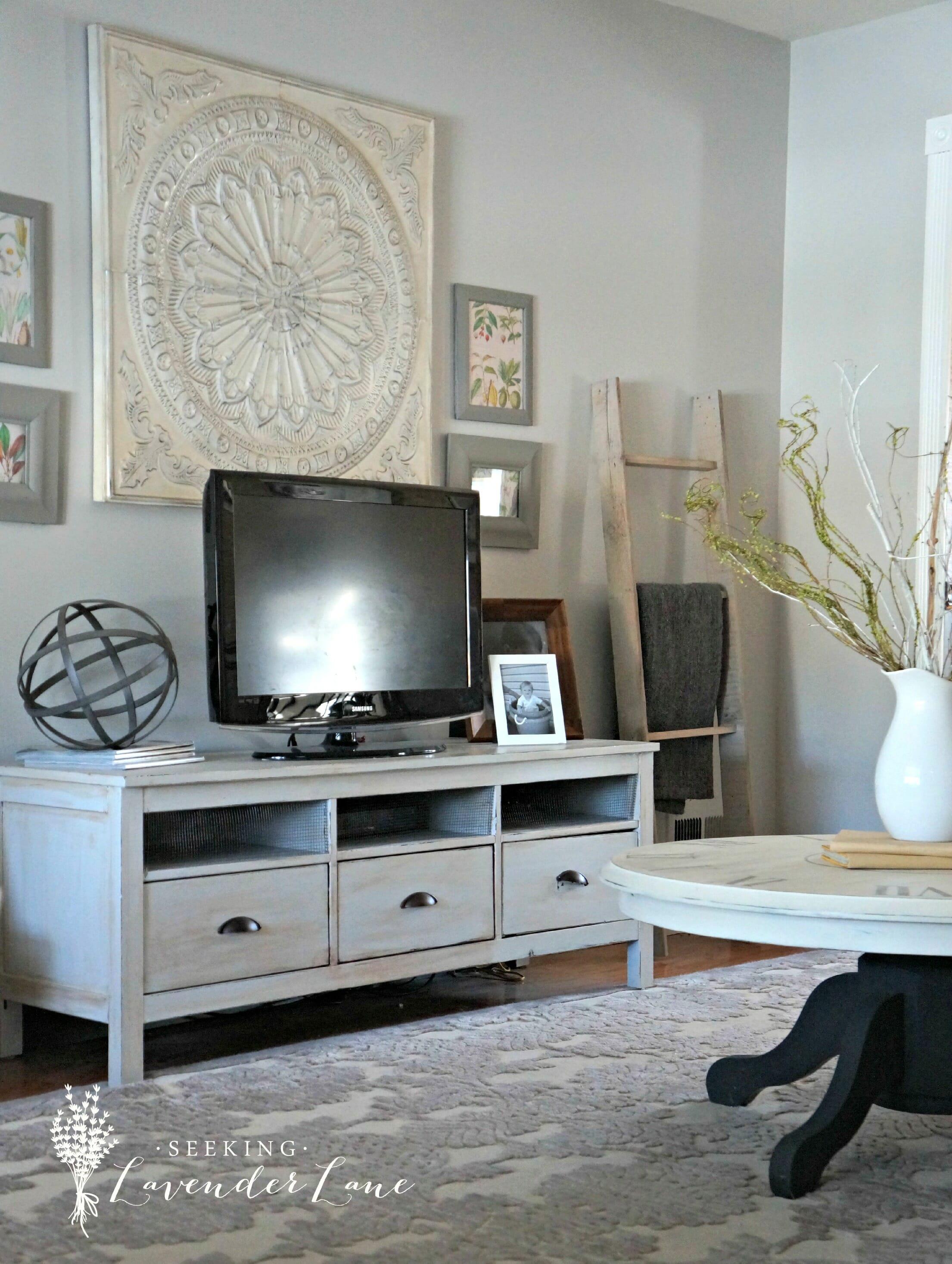 Grey And White Living Room : shelstring blog: Summer Home Tour Series- Seeking Lavendar ...