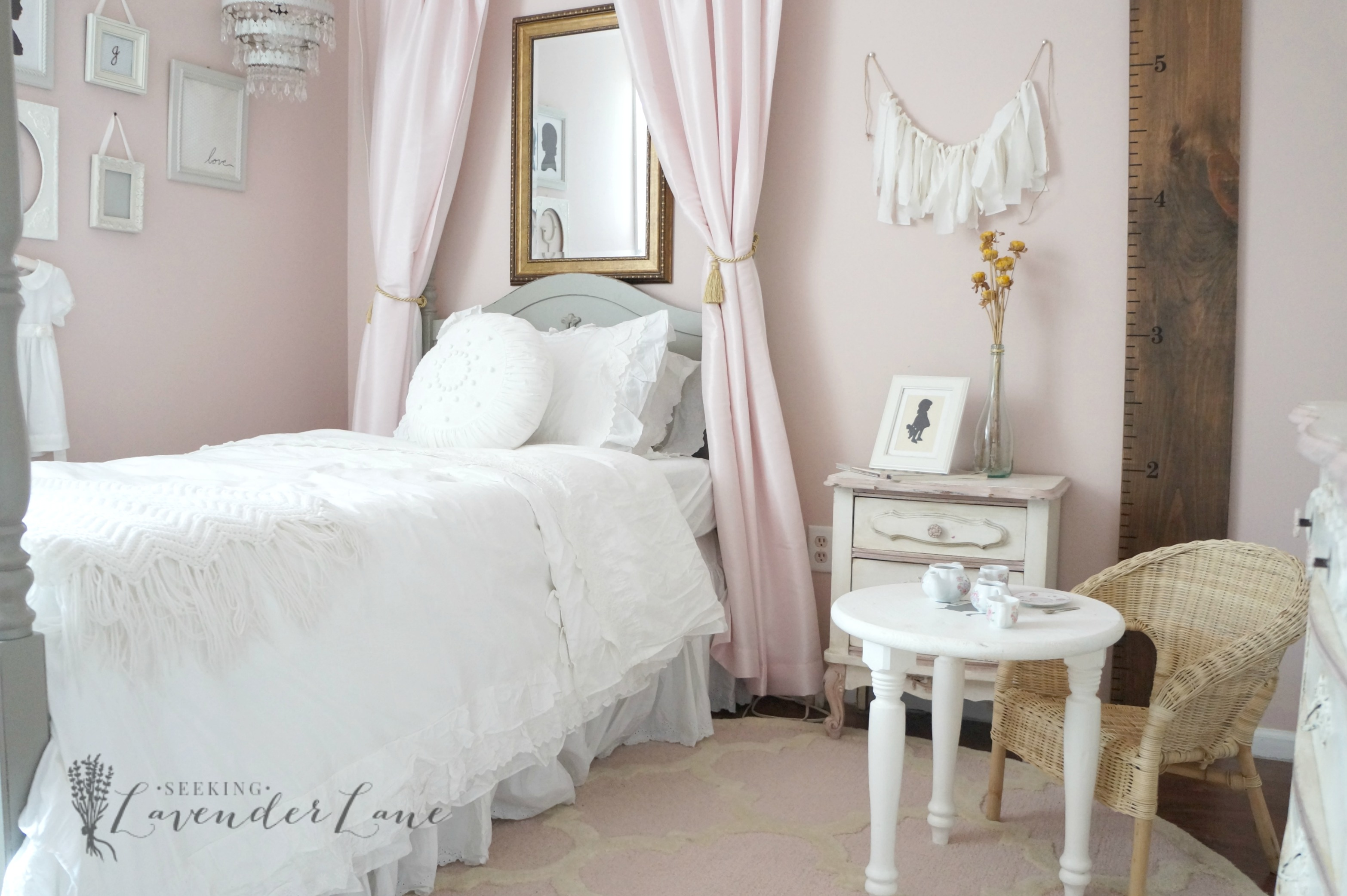 Pink vintage girl 39 s bedroom seeking lavendar lane for Bedroom designs vintage