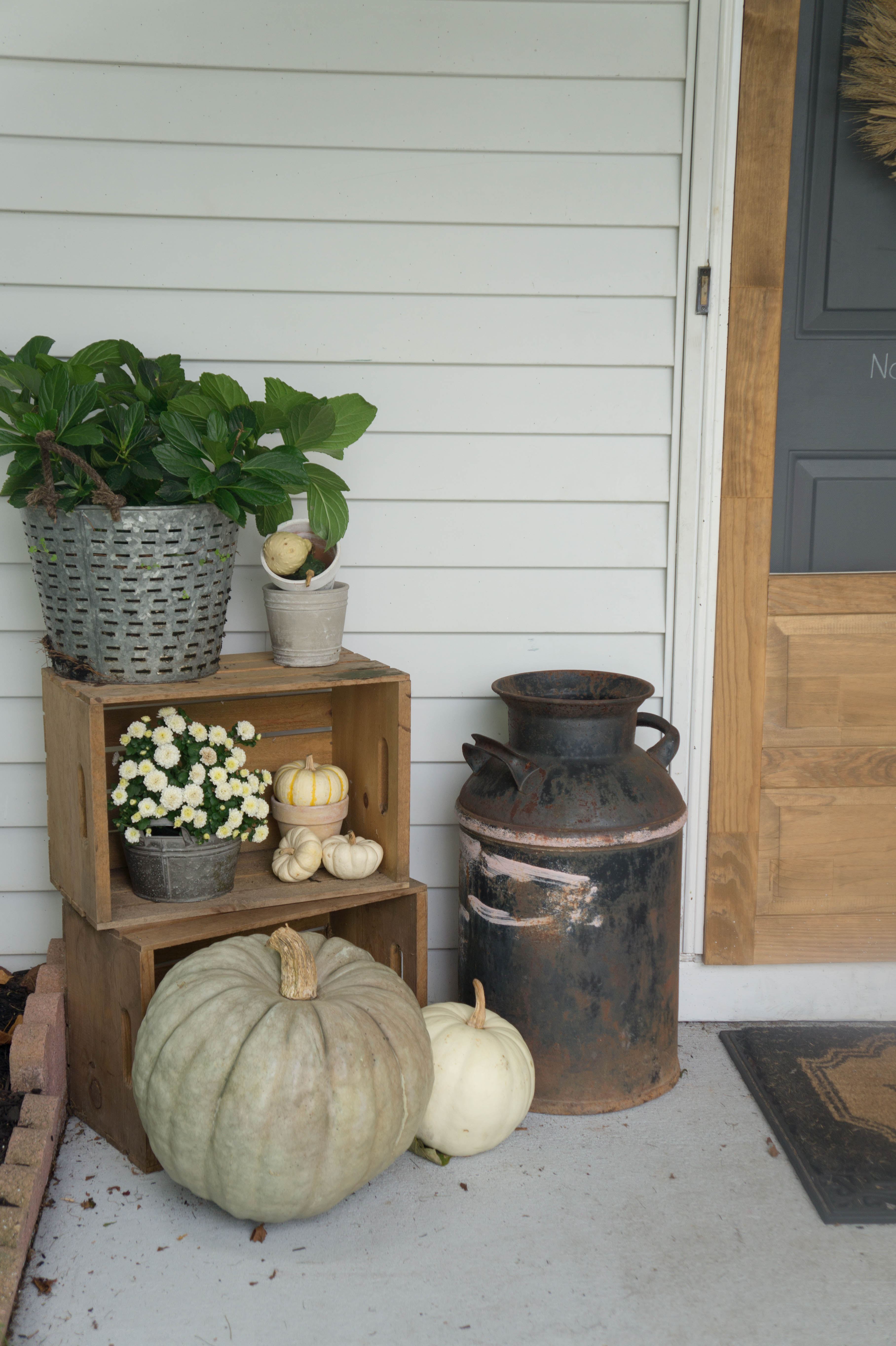 farmhouse-fall-front-porch-1