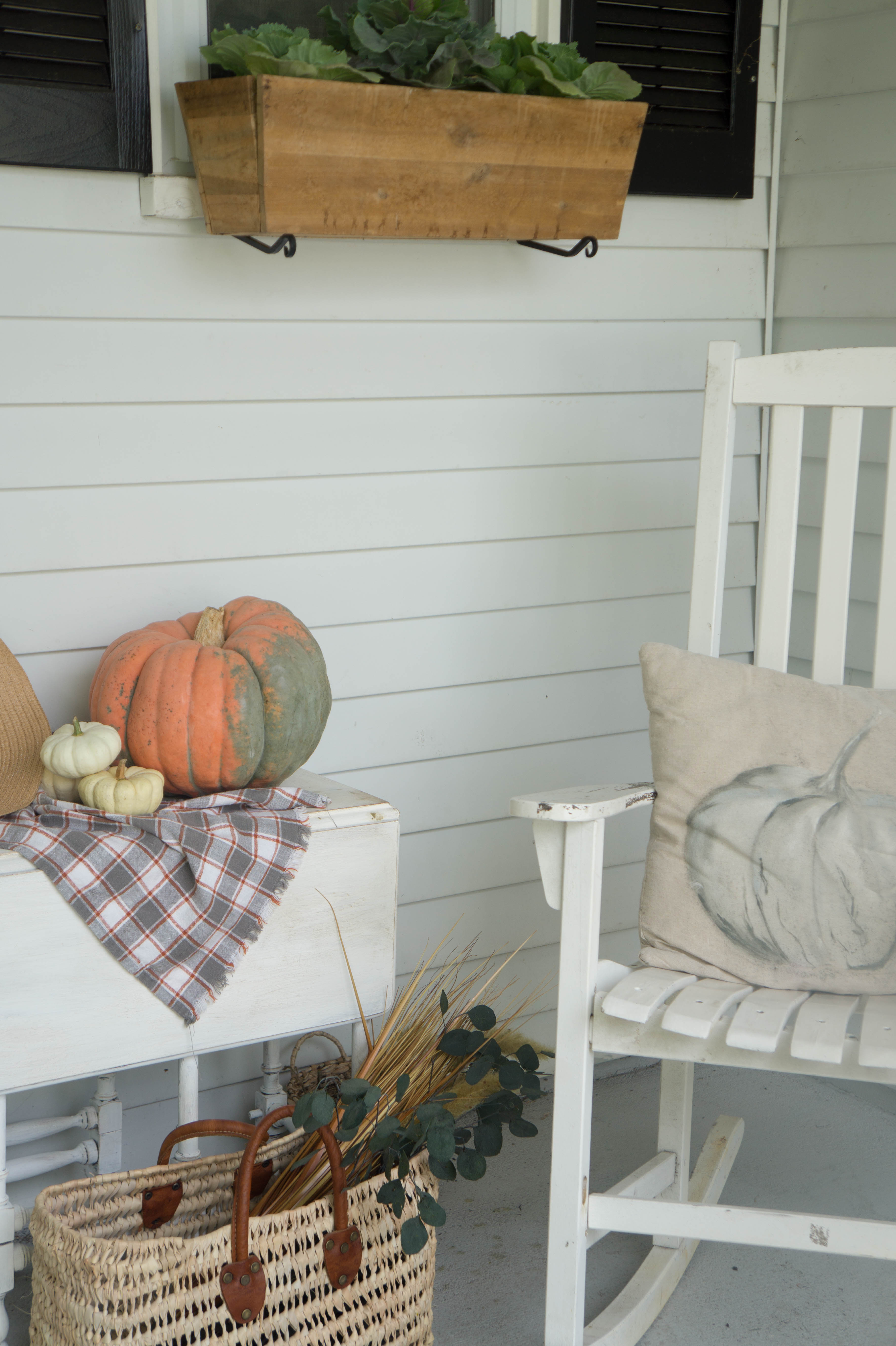farmhouse-fall-front-porch-10