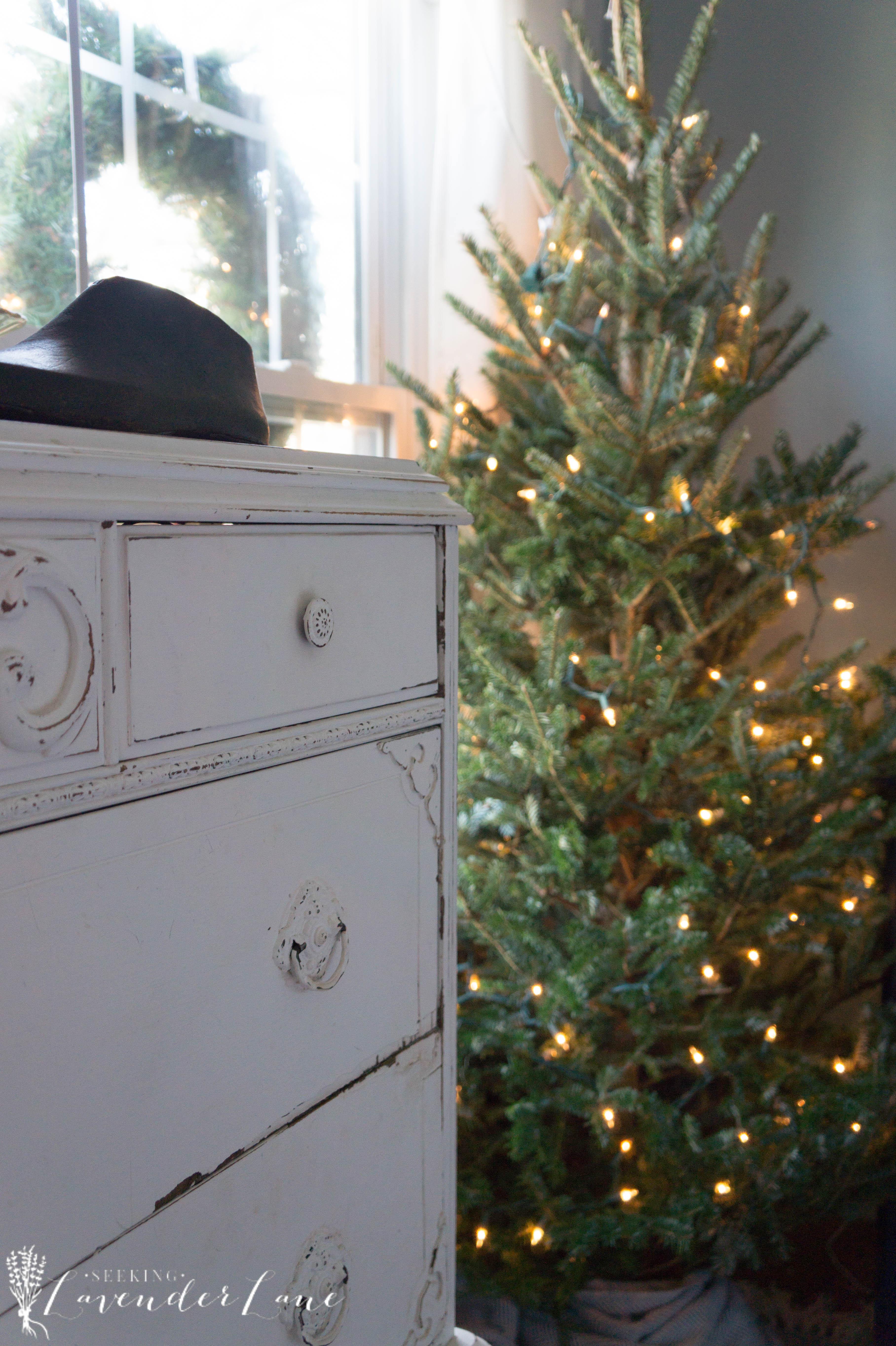 simple-christmas-bedroom-decor-1-6