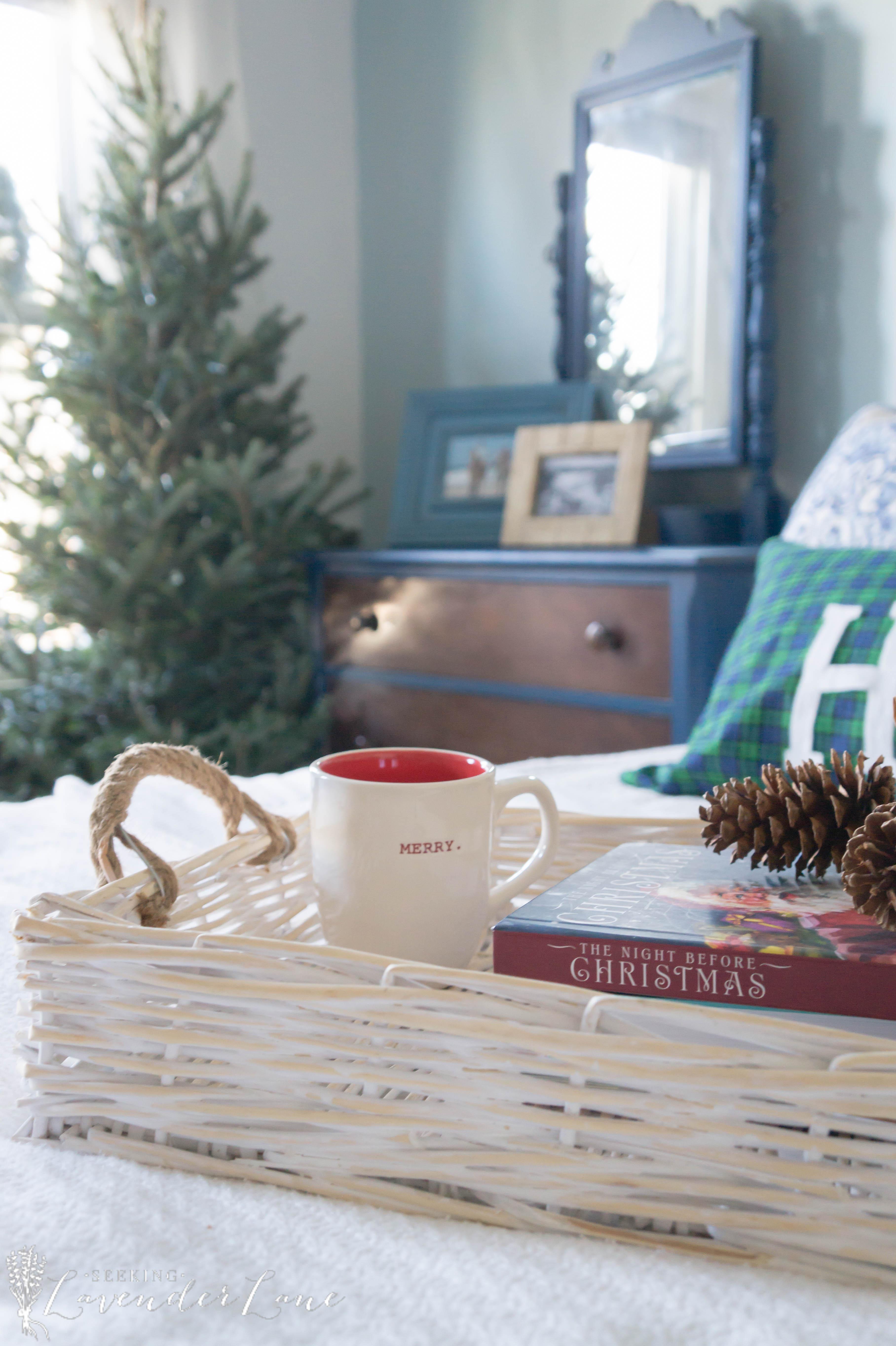 simple-christmas-bedroom-decor-10