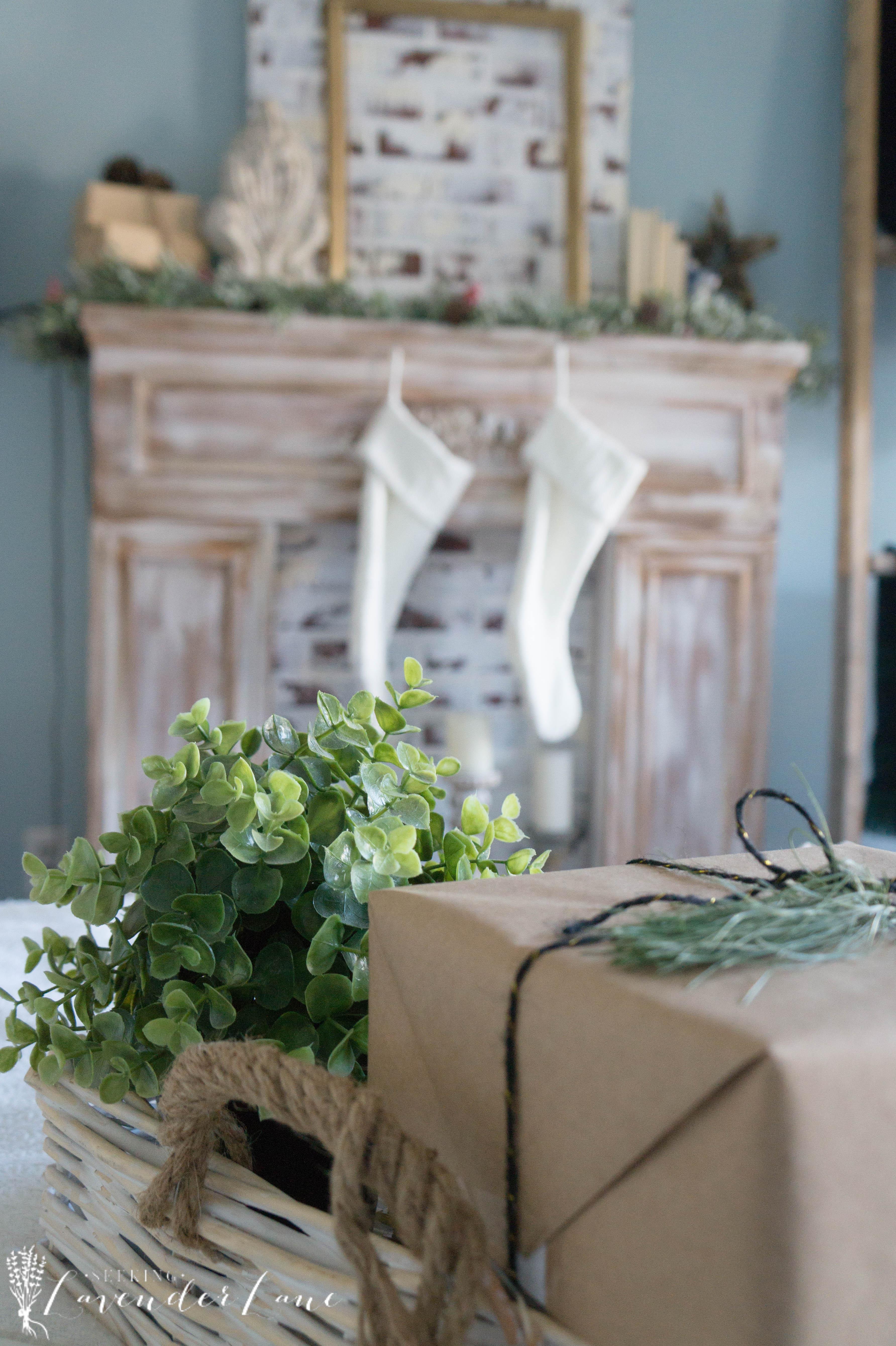 simple-christmas-bedroom-decor-11