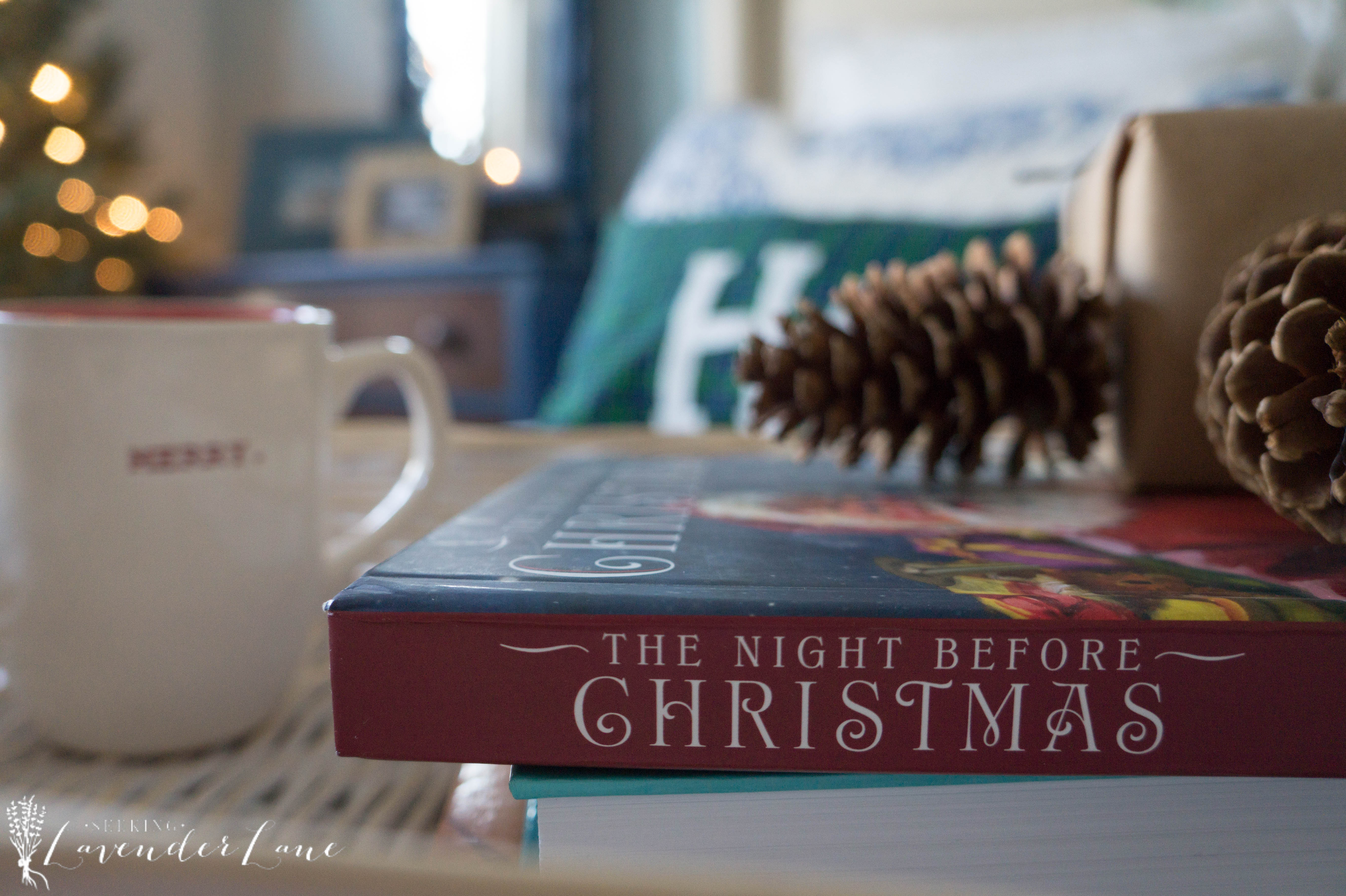 simple-christmas-bedroom-decor-17