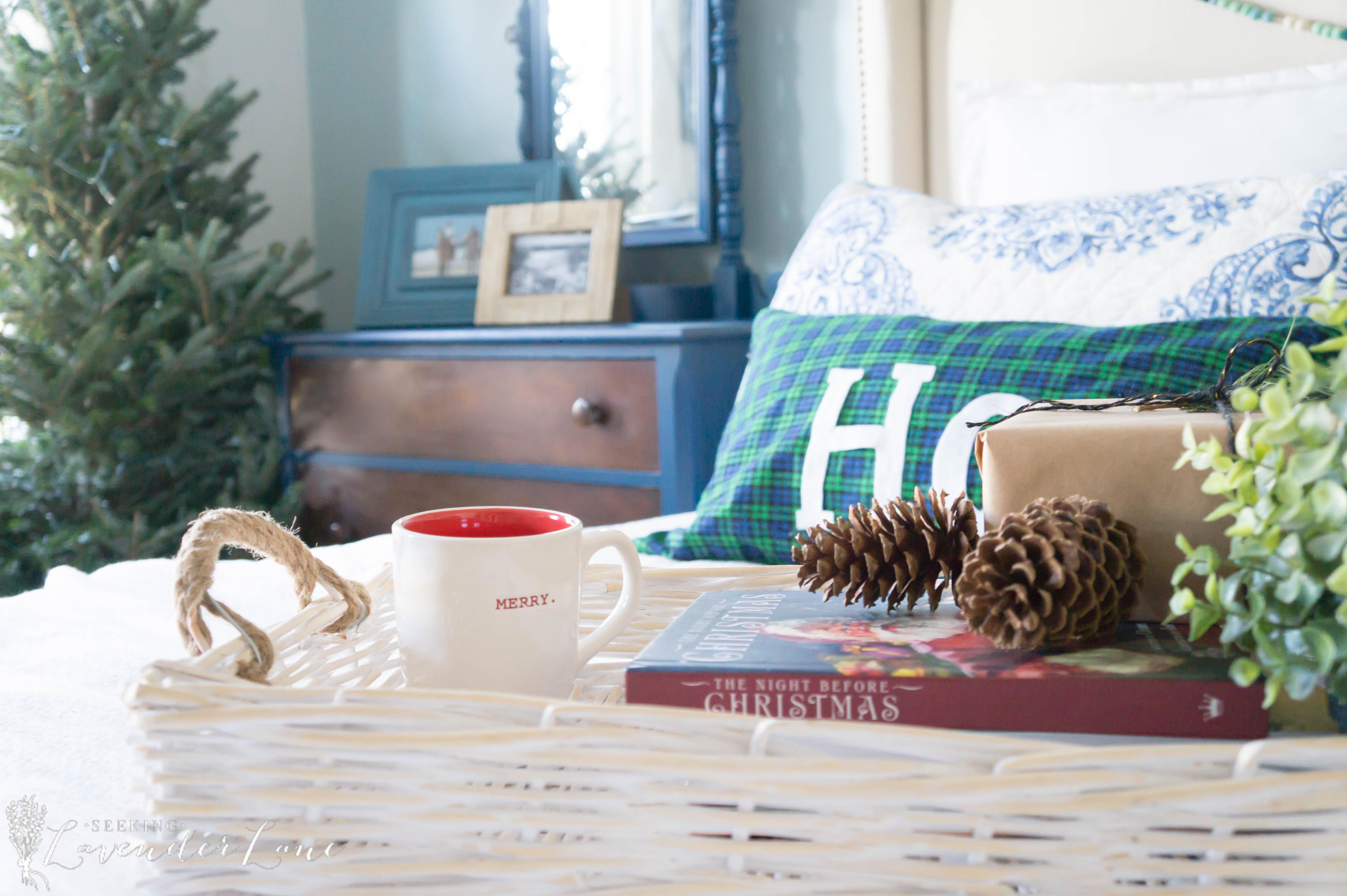 simple-christmas-bedroom-decor-9