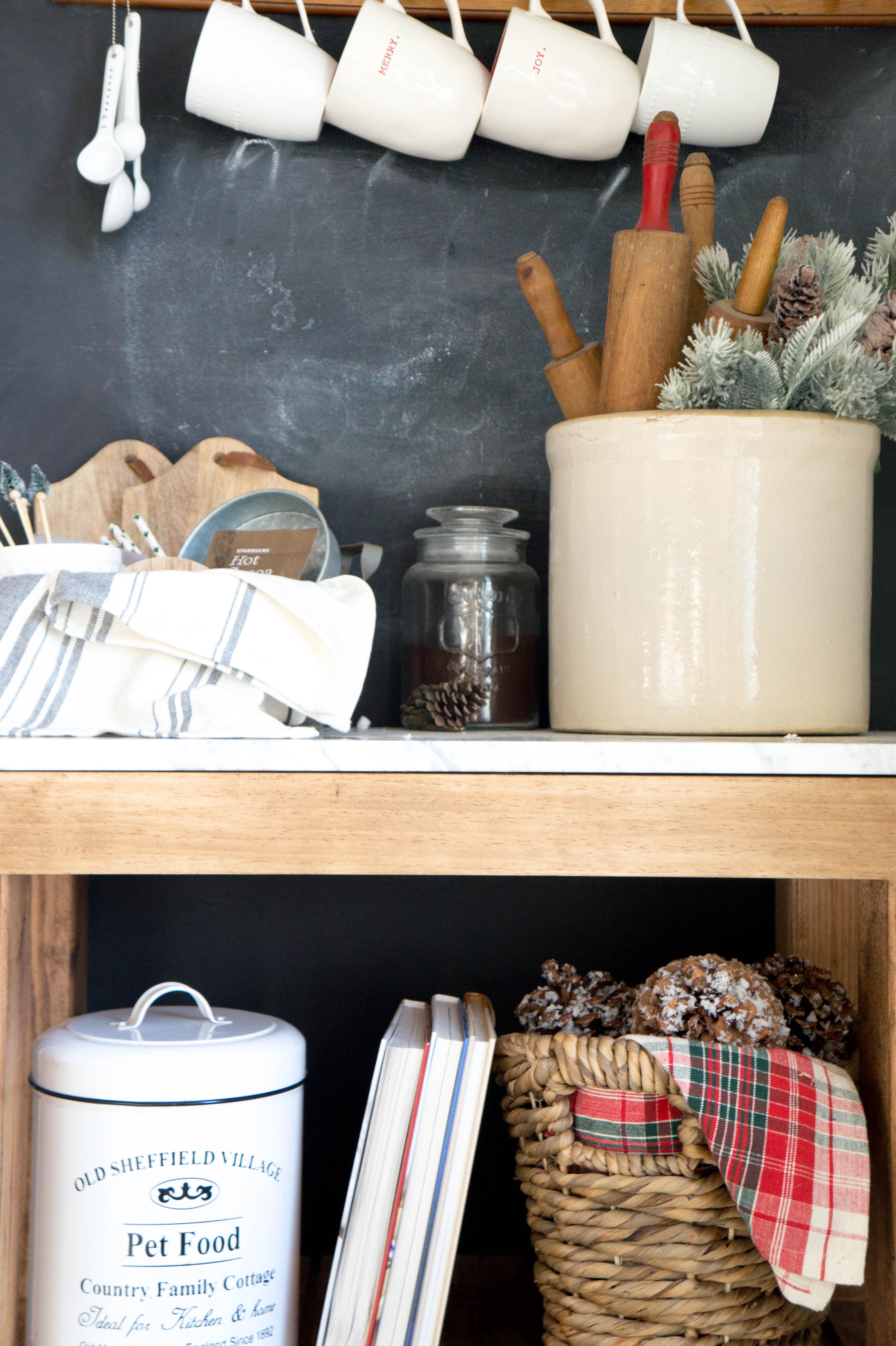 farmhouse-christmas-kitchen-10-2