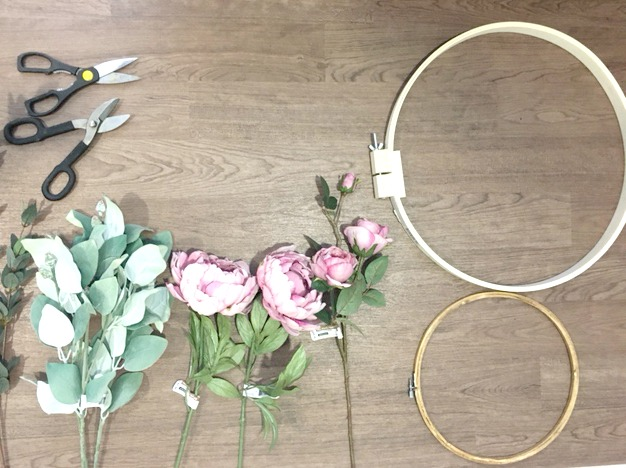 DIY-Embroidery-Hoop-Wreath